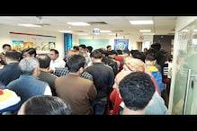 میرٹھ : يس بینک پراکاؤنٹ ہولڈروں کی لمبی قطاریں، بینکنگ سسٹم پر کم ہوتا لوگوں کا بھروسہ