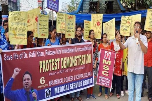 ڈاکٹر کفیل خان کی حمایت میں سڑک پر اترے کولکاتہ کے ڈاکٹرس، رہائی تک تحریک جاری رکھیں گے تحریک