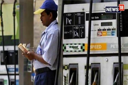 پٹرول اور ڈیزل قیمتوں میں اضافہ جاری،  پٹرول - ڈیزل میں محض ایک روپئےکا فرق