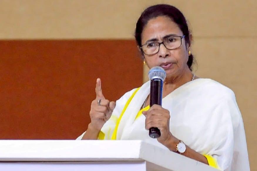 بی جے پی نے کل کے مکمل لاک ڈاٶن پر سوال اٹھاتے ہوٸے وزیر اعلی ممتا بنرجی پر ایک خاص طبقےکو خوش کرنے کا الزام لگایا۔