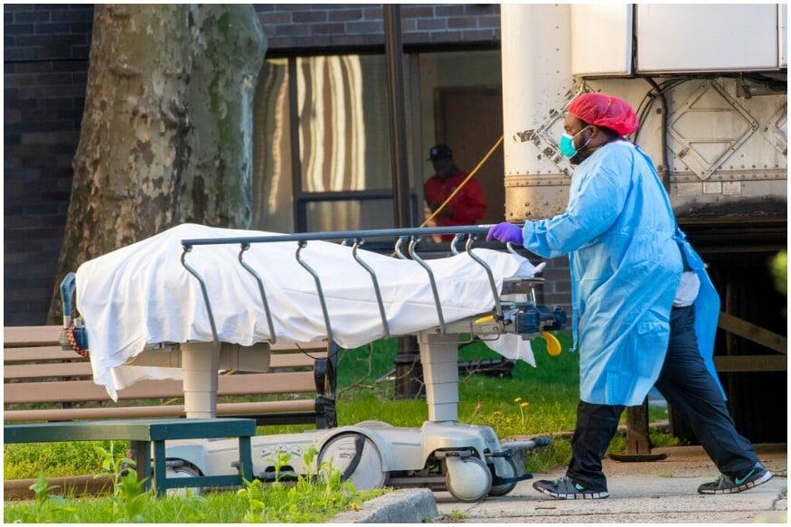 کورونا کی وجہ سے لوگوں کی اموات کا سلسلہ جاری ہے۔ اس کی وجہ سے ملک میں لاک ڈاون کو بڑھا دیا گیا ہے۔ فائل فوٹو
