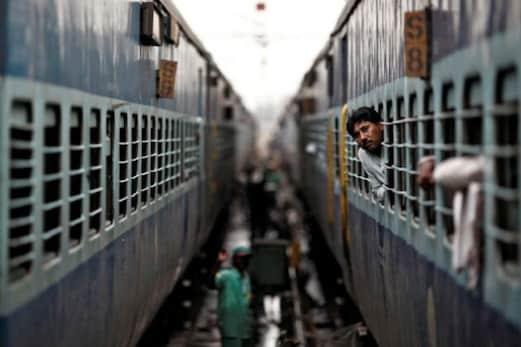 اچھی خبر! لاک ڈاؤن کے بعد 15 اپریل سے شروع ہو جائیں گی ٹرینیں! ریلوے نے شروع کی تیاری: ایجنسی