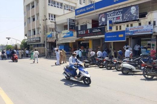 پورے کرناٹک میں شراب کی دکانیں کھلنے سے مئے خواروں میں جشن کا ماحول، عوام میں شدید ناراضگی