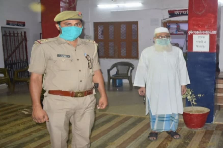 پرو فیسر محمد شاہد کی گرفتاری کے بعد الہ آباد یونیورسٹی انتظامیہ نے ان کو معطل کر دیا ہے۔