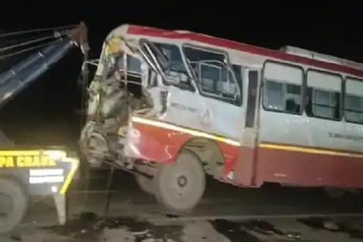 کرنال: مائیگرنٹ مزدوروں کو بہار لے جارہی بس کی ٹرک سے ٹکر، 17 لوگ زخمی، دو کی حالت نازک