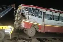 خطرناک حادثہ: مائیگرنٹ مزدوروں کو  لے جارہی بس کی ٹرک سے ٹکرائی