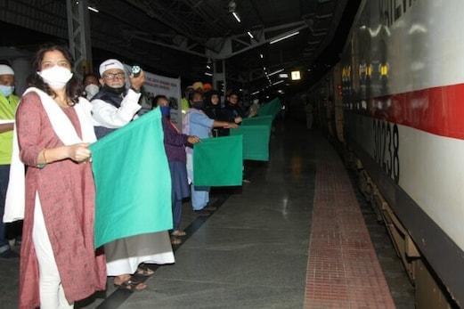 بنگلورو سے 200 ویں شرمک ٹرین گوہاٹی کیلئے روانہ، ریلوے اسٹیشن پر ہندو، مسلم، سکھ، عیسائی آپس میں ہیں بھائی بھائی کا خوشنما منظر