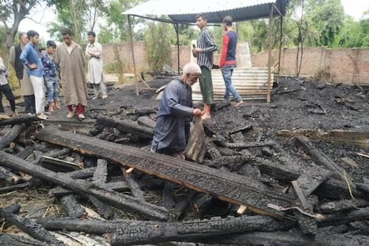 جموں و کشمیر : حضرت سید باقر رضوی کی 700 سالہ قدیم تاریخی زیارت شریف میں لگی آگ