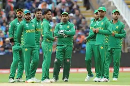 بڑی خبر ! پاکستان نے کورونا کے ڈر سے اتنے زیادہ کھلاڑیوں پر مشتمل اسکواڈ کا کیا اعلان ، خوف کے سائے میں انگلینڈ جائے گی ٹیم