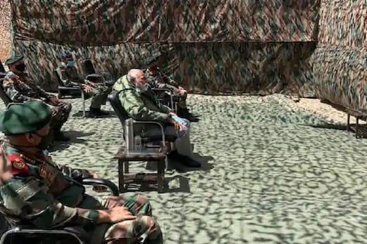 چین سے کشیدگی کےدرمیان لیہہ پہنچے وزیراعظم مودی، نیمو پوسٹ پرسیکورٹی حالات کو لےکرتبادلہ خیال