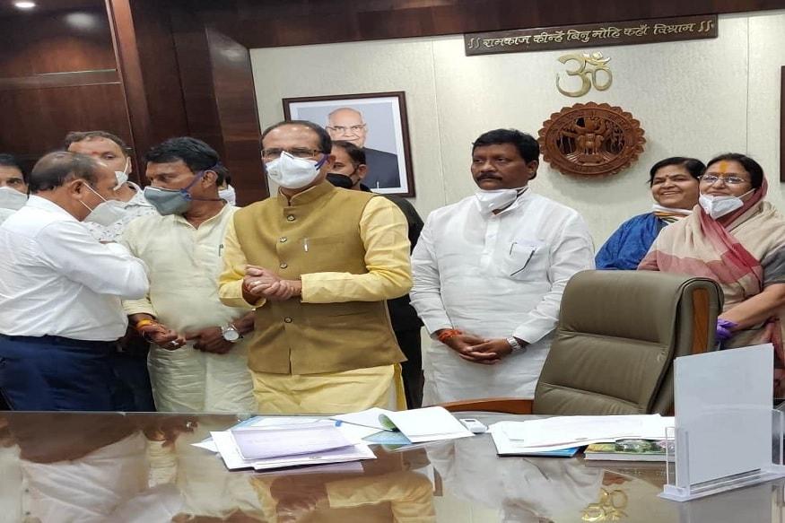 شیوراج سنگھ چوہان 17 جولائی کو اسمبلی کی آل پارٹی میٹنگ میں شامل ہونے کے ساتھ اسی دن مہاکال مندر بھی درشن کرنے کے لئےگئے تھے۔