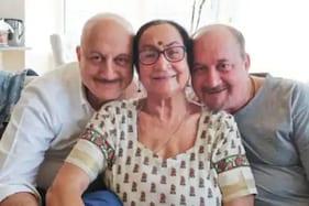 انوپم کھیر کے گھر میں والدہ اور بھائی سمیت چار افراد کورونا پازیٹیو ، خود دی اس کی جانکاری