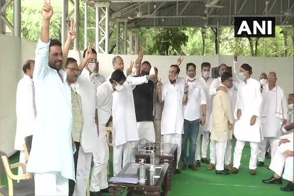 راجستھان بحران: وزیر اعلیٰ اشوک گہلوت نے ارکان اسمبلی کو جمع کر دکھائی اپنی طاقت
