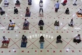 مسجد الحرام اور مسجد نبوی میں نماز عید قرباں ادا، انڈونیشیا میں ماسک پہن کر پڑھی گئی نماز