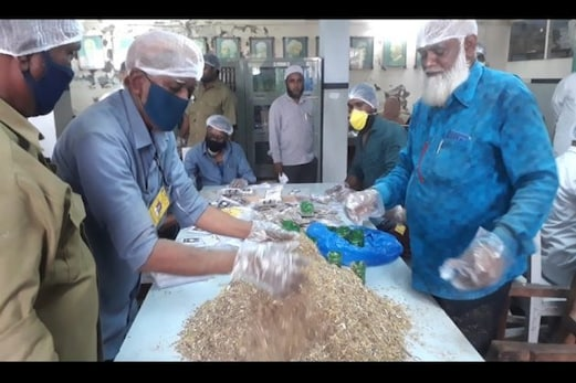 مالیگاوں: کوروناوائرس کے علاج کیلئے محمدیہ طبیہ کالج منصورہ کا کاڑھا ہورہا ہے مقبولِ عام،جانئےکاڑھے میں شامل جڑی بوٹیوں کے بارے میں