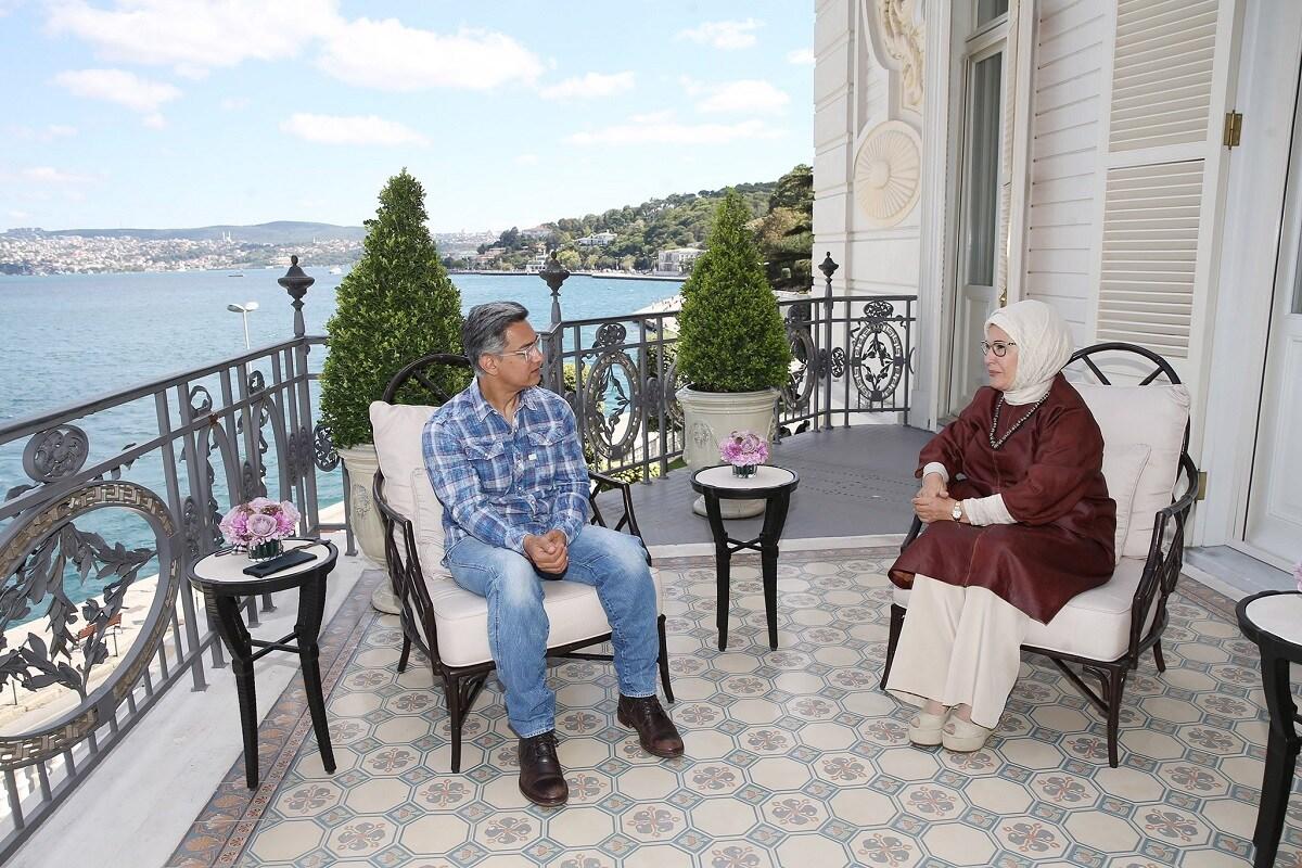 عامر خان اور ترکی کی خاتون اول ایمن اردغان کی ملاقات کی تصویریں سوشل میڈیا پر وائرل ہو رہی ہیں۔