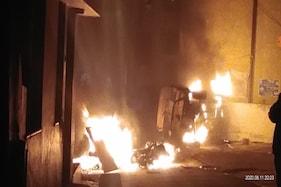 بنگلورو تشدد: اشتعال انگیز فیس بک پوسٹ پر پرتشدد احتجاج، پولیس فائرنگ میں 3 افراد کی موت
