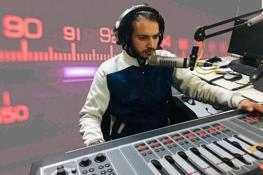 محض 14سال کے عمر نثار  نے ریڈیو جاکی کی دنیا میں منفرد کام کرکے روشن کیا تھا کشمیر کا نام، کشمیرکےستارے پروگرام کی تعریف کی