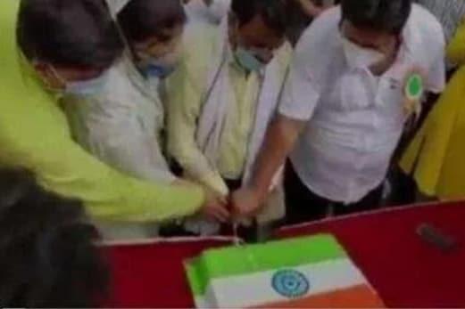 ترنمول لیڈر شہناز قادری کو اپنی سالگرہ پر کیک کاٹنا پڑگیا مہنگا ، چوطرفہ تنقید کا سامنا ، جانئے کیوں