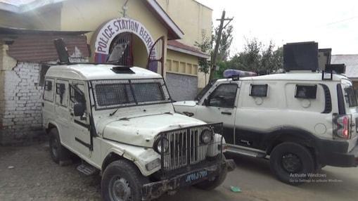 جموں وکشمیر: وسطی ضلع بڈگام کے بیروہ میں پولیس اور آرمی کی کارروائی، دہشت گردوں کے 4 معاون گرفتار