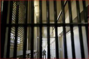 اس ملک میں ننگے ہوکر فرار ہوگئے 200 سے زیادہ قیدی ، کچھ بھی نہیں کرسکی فوج