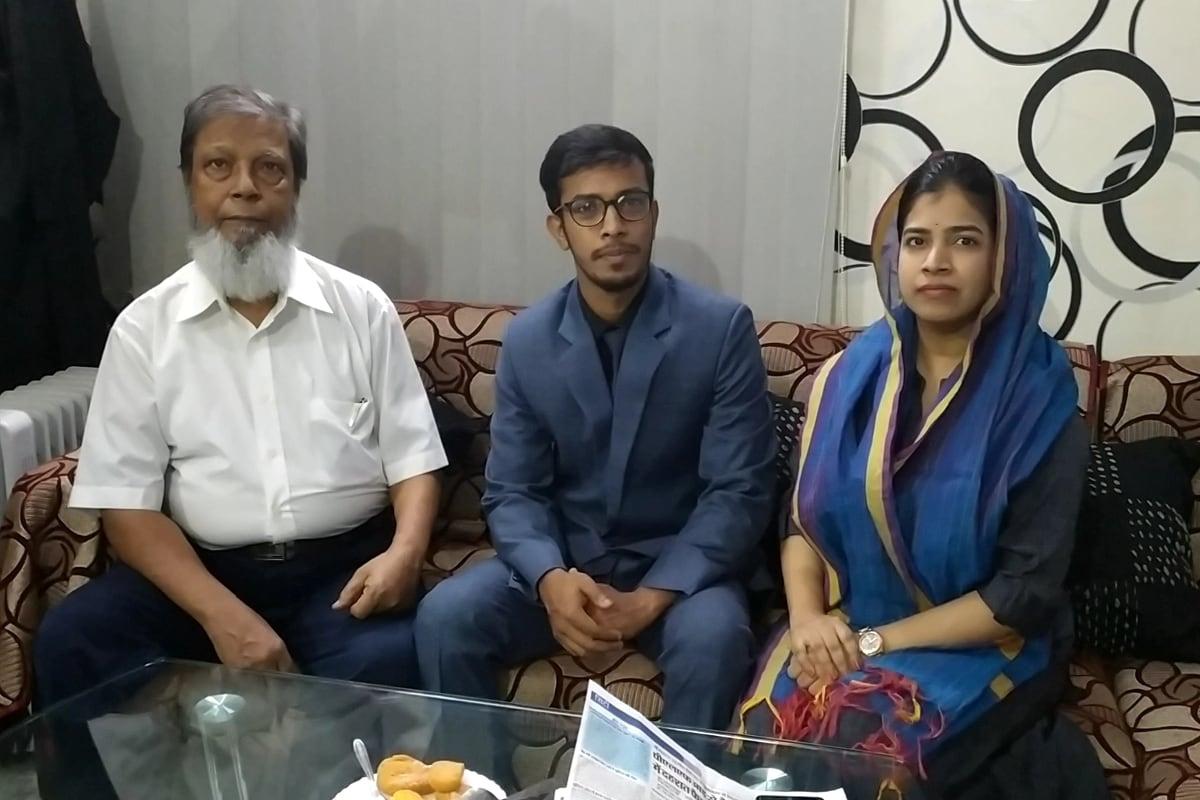 خالد رشید علی احمد اور ان کے گھر والے کافی خوش ہیں ۔