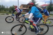 وادی کشمیر کے نوجوانوں کو کوروناوائرس کے درمیان سائیکلنگ کرنے کا مشورہ