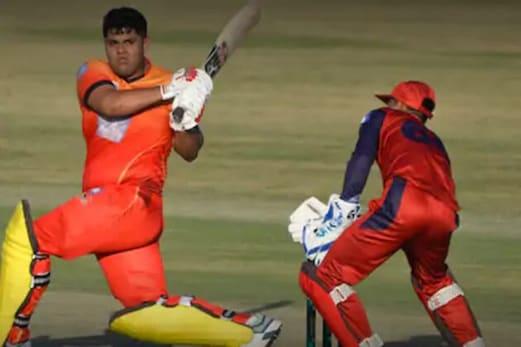اس پاکستانی گیند باز نے میدان پر مارا مکا تو بلے باز نے دیا ایسا جواب کہ جیت لیا سبھی کا دل