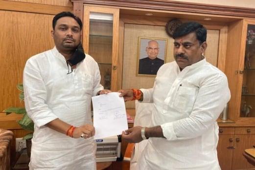 بڑی خبر: مدھیہ پردیش میں ضمنی الیکشن سے پہلے کانگریس کو بڑا جھٹکا، رکن اسمبلی راہل سنگھ نے دیا استعفیٰ