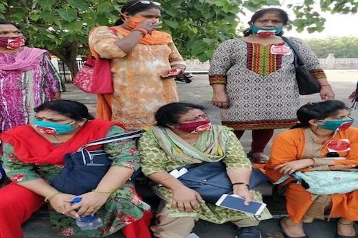 حق و انصاف کے لئے اٹھنے والی آوازوں کو دبا رہی ہے یوگی سرکار، مختلف تنظیموں کی خواتین کا الزام