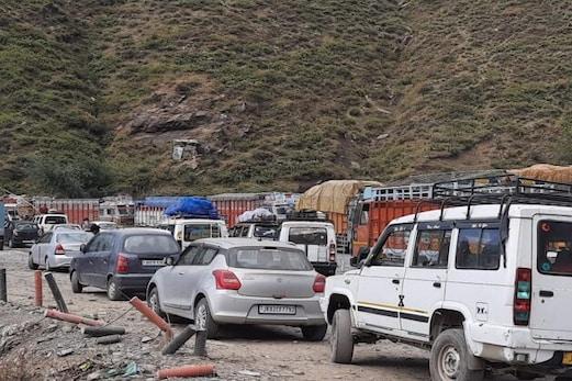 جموں۔ سرینگر قومی شاہراہ پر سفری اجازت کے باوجود شیطان نالہ پر واقع کووڈ چیک پوسٹ مسافروں کیلئے درد سر