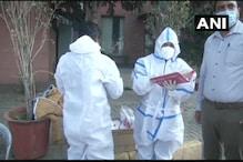 دہلی ۔ نوئیڈا بارڈر پر ٹیسٹنگ ٹیم تعینات، آنے جانے والوں کی کررہی ہے جانچ ، دیکھیں تصاویر
