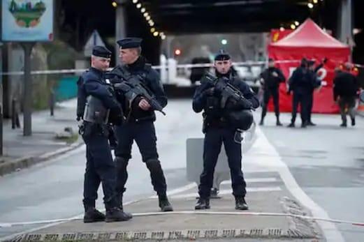 فرانس: 72 گھنٹے میں دوسرا حملہ، چرچ کے گیٹ پر پادری کو گولی ماری، حملہ آور فرار