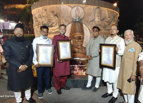 مولانا ابوالکلام آزاد کی یوم ولادت کے موقع پر ممبئی میں سماج وادی پارٹی نے پیش کی خراج عقیدت