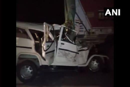 اترپردیش: پرتاپ گڑھ میں بڑا حادثہ، باراتیوں سے بھری بولیرو ٹرک سے ٹکرائی، 14ہلاک