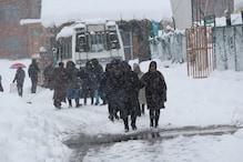وادی میں موسم نے بدلی کروٹ، کہیں برفباری اور کہیں بارش، گلمرگ میں سیاح تازہ برفباری دیکھ کر خوش