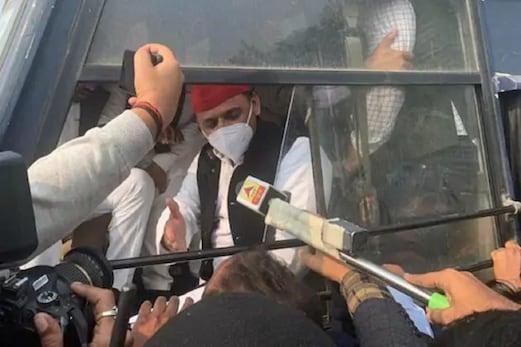 بڑی خبر: سماجوادی پارٹی کے سربراہ اکھلیش یادو کو پولیس نے حراست میں لیا، سابق وزیر اعلیٰ نےکہا- حکومت کسانوں کی آواز نہیں دبا سکتی