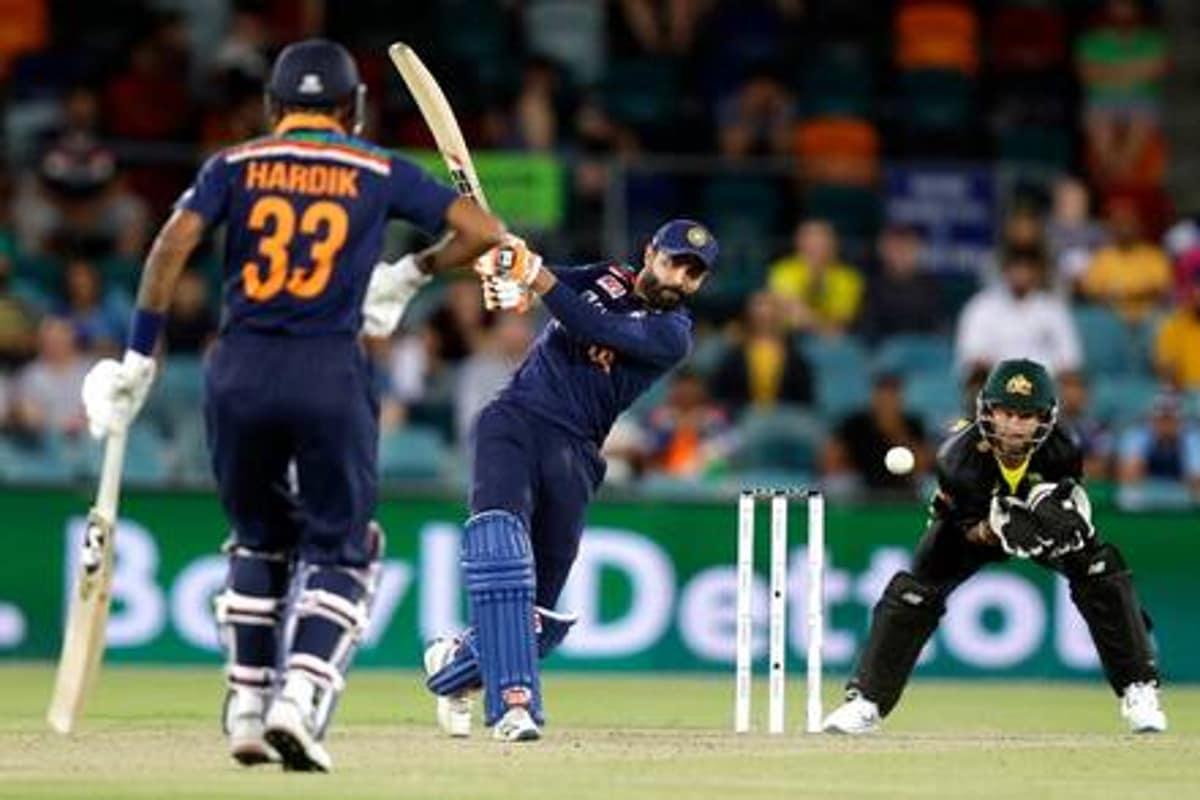 آسٹریلیا نے کینبرا میں کھیلے گئے پہلے ٹی 20 میچ میں ٹاس جیت کر ہندوستان کو پہلے بلے بازی کرنے کیلئے مدعو کیا ۔