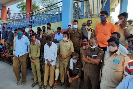 کرناٹک میں ٹرانسپورٹ ملازمین کی ہڑتال جاری، مسافروں کو پریشانی کا سامنا