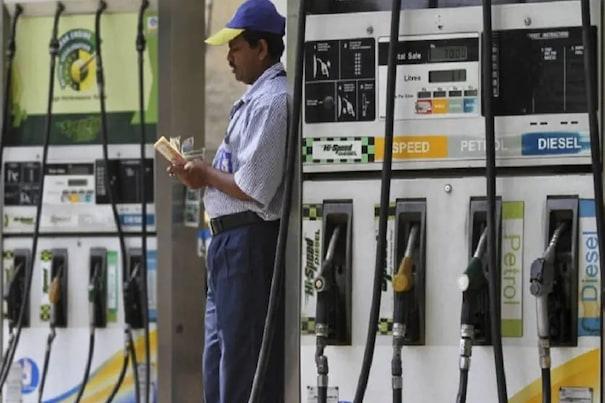 Petrol Diesel Price Today: آج پھر مہنگا ہوا پٹرول۔ ڈیزل، جانئے کتنی بڑھی قیمت