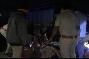 بڑی خبر: بے قابو ٹرک نے فٹ پاتھ پر سو رہے مزدوروں کو کچلا، مرنے والوں کی تعداد 15 ہوئی