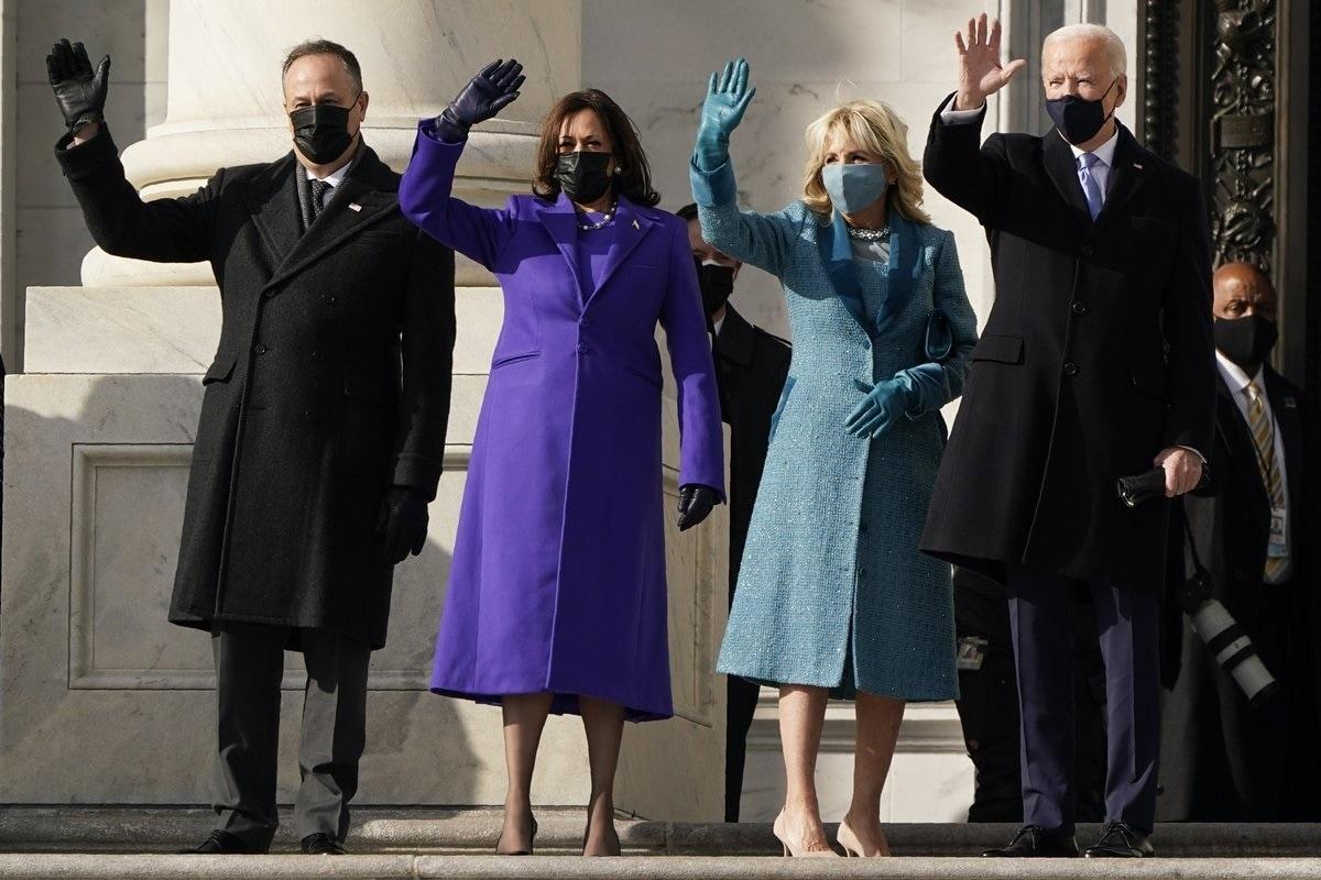 امریکہ کے نو منتخب صدر جو بائیڈن نے بدھ کے روز امریکہ کے 46ویں صدر کے طور پر حلف لیا۔ بائیڈن کے ساتھ کملا ہیرس نے بھی ملک کی پہلی خاتون نائب صدر کے طور پر حلف اٹھایا۔