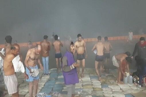 الہ آباد: مکر سنکرانتی کے اسنان پر ہزاروں لوگوں نے کورونا ضابطے کی اڑائیں دھجیاں