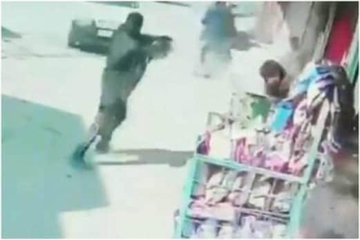جموں وکشمیر: لشکر کے دہشت گردانہ حملے میں دو پولیس اہلکار شہید، سی سی ٹی وی میں قید ہوا خوفناک منظر