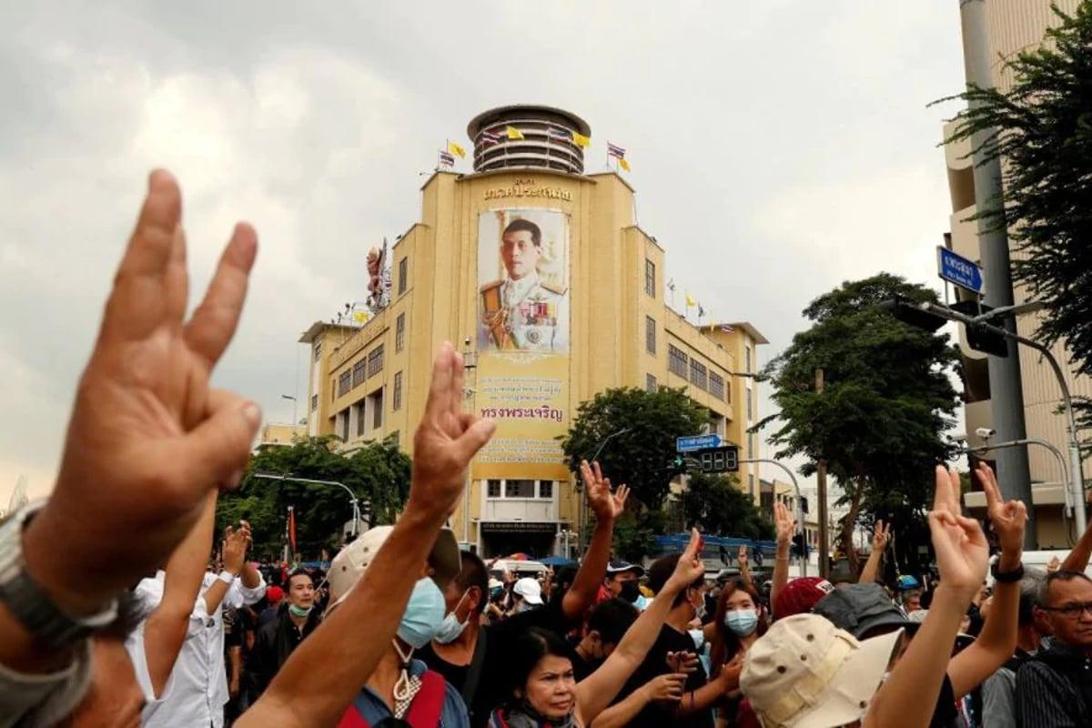 احتجاج میں اس سیلیوٹ کو ممکنہ طور پر پہلی مرتبہ 2014 میں جنوبی ایشیائی ملک تھائی لینڈ میں دیکھا گیا تھا ۔