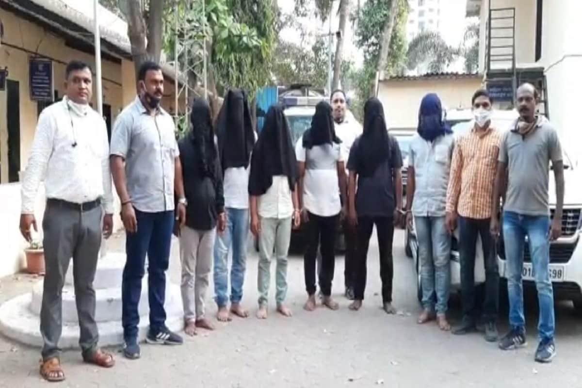 کرار پولیس کے مطابق، ان لوگوں نے بطور فلم اسپیشل 26 کی طرز پر ممبئی کے 12 سے زیادہ مختلف تاجروں کو بی ایم سی کے فرضی افسر بن کر دھوکہ دیا تھا۔