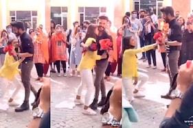 لاہور یونیورسٹی میں لڑکی نے لڑکے کے ساتھ سب کے سامنے کیا پیار کا اظہار، تو مچ گیا ہنگامہ۔۔