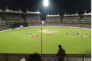 نیوزی لینڈ میں میچ کے دوران کرکٹرکو بیچ میدان پر مارا گھونسا، ہوا بے ہوش
