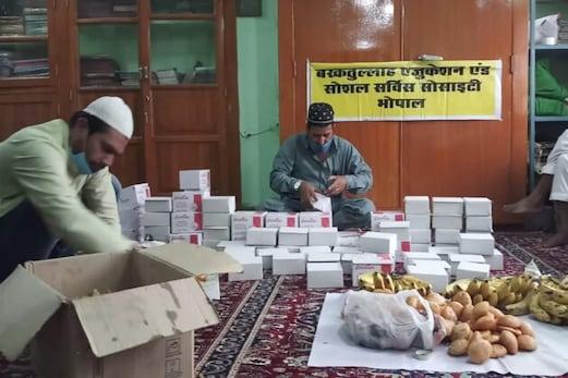 علاقہ اقبال کی برسی پر بھوپال میں مولانا برکت اللہ بھوپالی ایجوکیشن سوسائٹی نے انوکھے اندازمیں کیا یاد