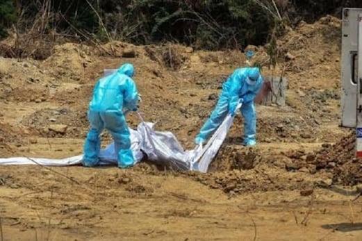 قبرستان میں زمین کی کمی کا بحران، کورونا مہلوکین  کے لیے دو گز زمیں کی تلاش بھی ہوئی مشکل